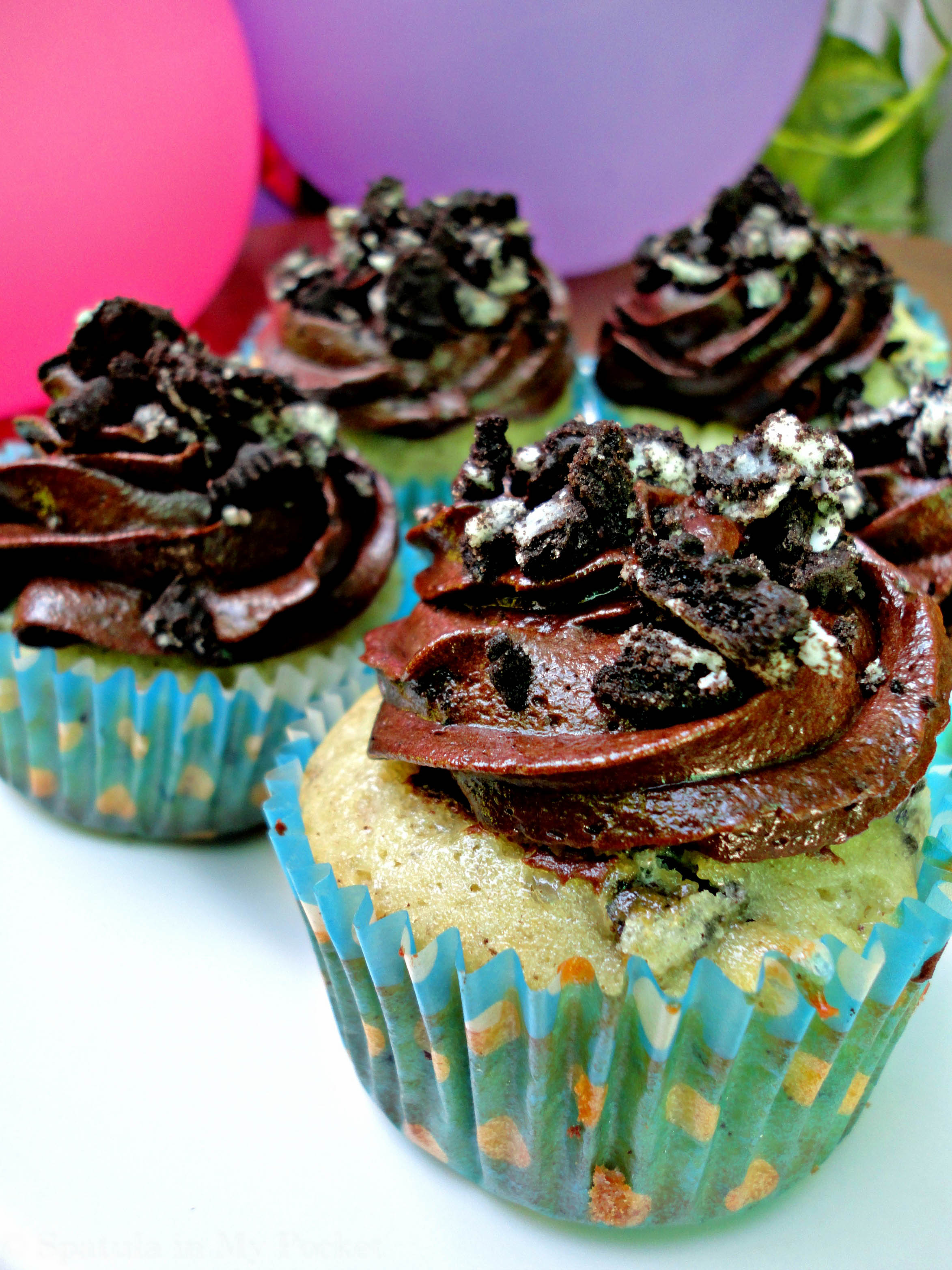 Cookies and Cream Cupcakes with Milk Chocolate Frosting | Spatula in ...