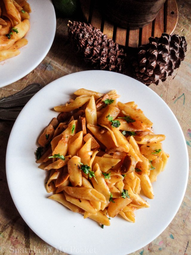 Spicy chicken sausages paired with the sweet syrupy pineapples…makes for one delicious pasta.