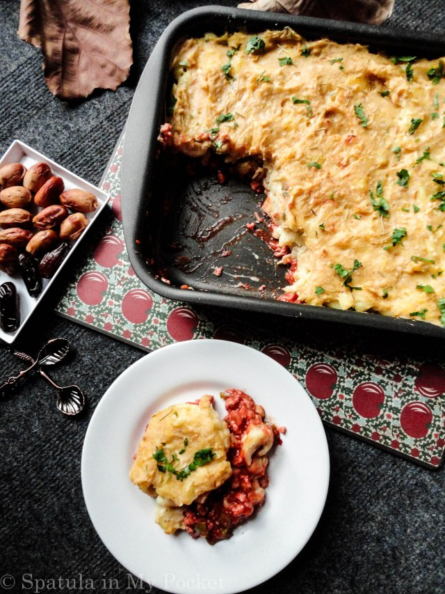 This Shepherd Macaroni Pie is warm, hearty, and super comforting: the makings of a perfect wintertime comfort dish. #Pie #ShepherdPie