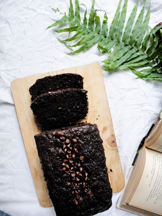 Double Chocolate Zucchini Bread: deliciously moist, intense and chocolatey #moist #chocolate #zucchinibread #delicious
